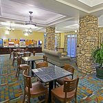 Photo de Holiday Inn Express Hotel & Suites Tucson