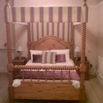 Four poster room with period bed and features - REALLY???
