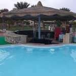 Pool bar al tramonto