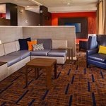 Courtyard by Marriott Richmond West resmi