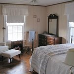 Chestnut Ridge large guestroom