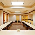 Host a Meeting at the closest hotel to Midway Airport