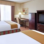 Photo de Holiday Inn Express Hotel & Suites Wharton