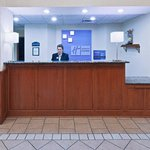 Holiday Inn Express Suites Vinitaの写真