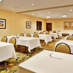 Фотография Holiday Inn Express Hotel & Suites Altoona - Des Moines