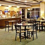 Photo de Holiday Inn Express Hotel & Suites Altoona - Des Moines
