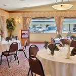 Photo de Ramada Stony Plain Hotel and Suites