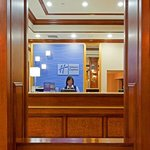 Holiday Inn Express Lynbrookの写真