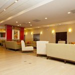 Holiday Inn Greensboro Airport Bar and Lounge