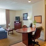 Photo de Hawthorn Suites by Wyndham Northbrook Wheeling