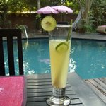 Lime drinks by the pool