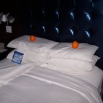 Bed with oranges on your pillows.