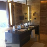 fantastic bathroom in a Corner Executive suite