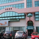 Здание Liwa Hotel Apartments