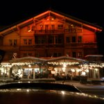 Kandersteg - Chalet-Hotel Adler - view from the street by night