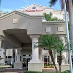 Comfort Suites Main Entrance
