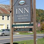 Season's Pass Inn Foto