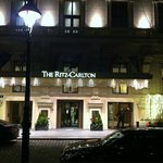 The Ritz-Carlton, Vienna resmi