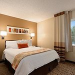 Photo de Hawthorn Suites by Wyndham Greensboro