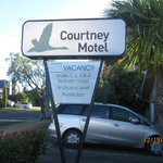 Courtney Motel resmi