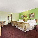 Royal Inn & Suites Foto