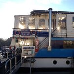 Eastern Comfort Hostelboat resmi