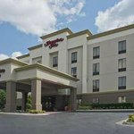 The Hampton Inn Cumming is nestled on the edge of Lake Lanier and near Alpharetta.