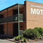 PARKWOOD MOTEL ROOMS