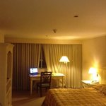 Photo de BEST WESTERN Oxford Suites Makati