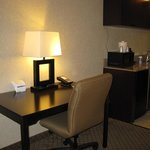 Photo de Holiday Inn Express Hotel & Suites Grand Rapids Airport