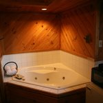 non-smoking queen jacuzzi suite