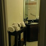 Foto de DoubleTree by Hilton Hotel Raleigh - Brownstone - University