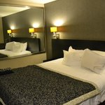 Ramada Plaza West Hollywood Hotel and Suites resmi