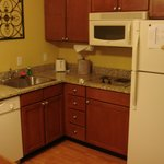 RI Den Airport Room 106 kitchen