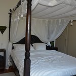 Emerald Room - Four Poster Bed