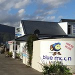 Blue Moon Lodge resmi