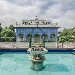 Darbar Mahal of Hotel Diggi Palace with the swimming pool in front