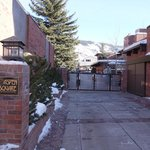 Photo de Aspen Square Condominium Hotel