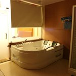 couple jacuzzi bath tub