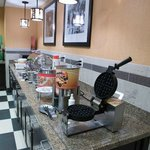 Each morning, savor Hampton's free hot breakfast buffet