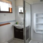 spacious & clean bathroom / good water pressure in shower