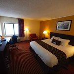 Baymont Inn & Suites Kansas City South