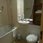 Photo de Premier Inn London Gatwick Airport East (Balcombe Road)