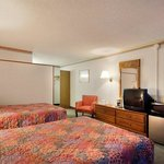 Photo de Americas Best Value Inn - Cleveland Airport