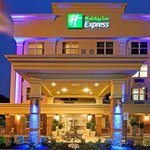 Holiday Inn Express Woodbridge Avenel