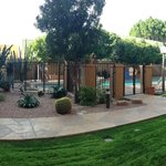Courtyard  by Marriott Phoenix Camelback照片