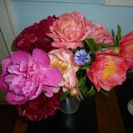 Peonies, roses, many flowers from the garden brighten the rooms.