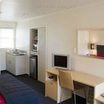 Luggage and workstations in all rooms