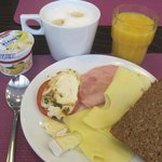 Lovely capaccino, fresh juice, selection of cheeses and yogurts,,,,,very nice