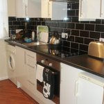 Fully equipped & fitted kitchen: including washer/dryer